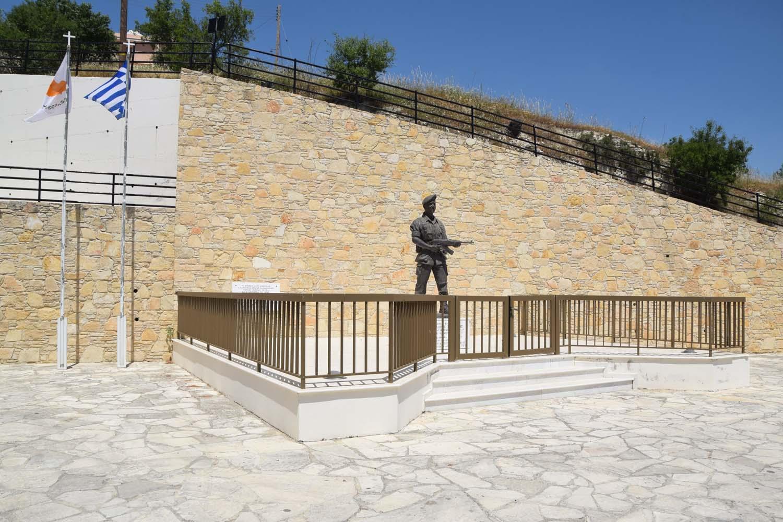 monument_axilea_piritzi_1
